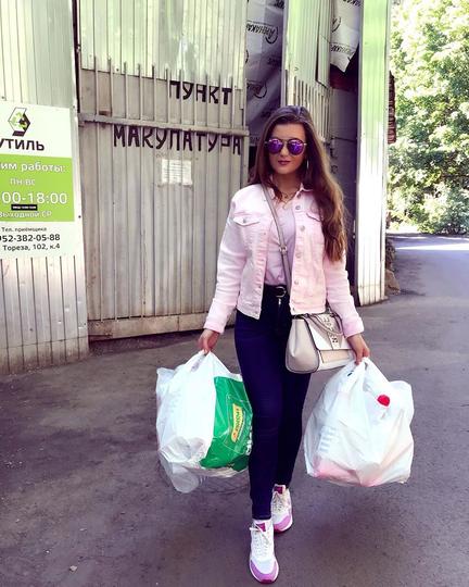 """""""Относительно недалеко от моего дома есть точка сбора, куда можно сдать пластиковые бутылки и макулатуру"""". Фото @instagram @anastacia_law"""