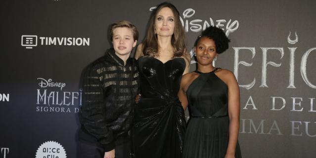 Анджелина Джоли с дочерьми.