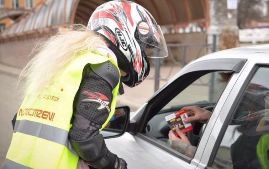 Помимо помощи на дорогах каждую весну активисты проводят акцию «Внимание, мотосезон!», предупреждая автомобилистов о появлении мотоциклистов на дорогах. Фото скриншот instagram @kristina_triks