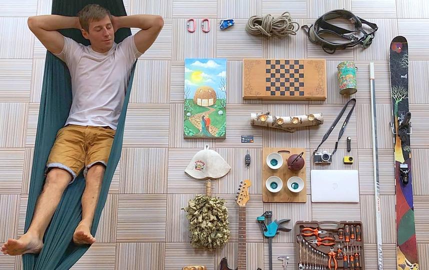 Лёжа в гамаке, свой джентльменский набор продемонстрировал продавец гамаков – житель Подмосковья Дмитрий Король. Фото скриншот instagram @dimon_king