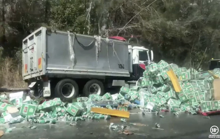 Водитель грузовика не пострадал. Фото https://www.facebook.com/VB/