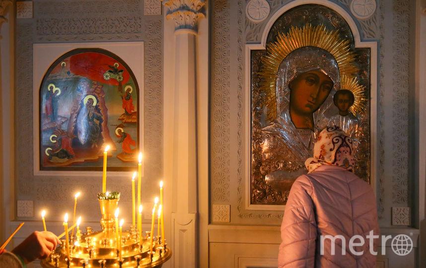 Эта женщина приехала из Помосковья, чтобы своими глазами увидеть мироточение иконы Казанской божьей матери. Фото Василий Кузьмичёнок