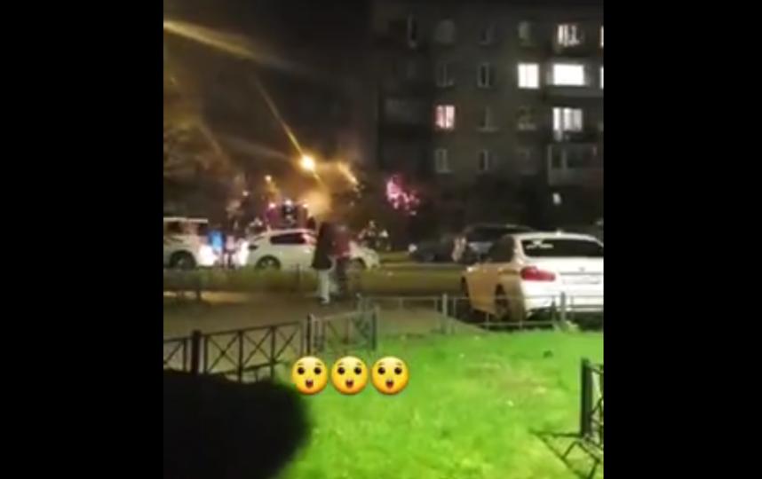 Пожао произошел в квартире на площади 16 кв.метров. Фото скриншот видео https://vk.com/spb_today