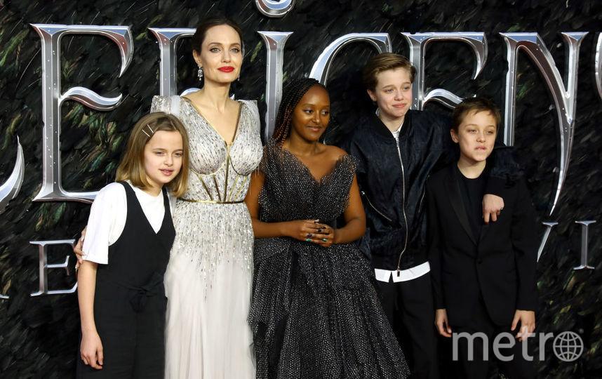"""Премьера """"Малефисенты"""" в Лондоне. Анджелина Джоли с детьми - слева направо - Вивьен, Захара, Шайло и Нокс. Фото Getty"""