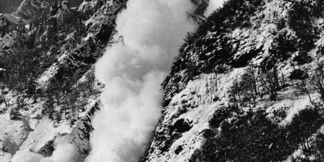 Сход небольшой лавины в Швейцарии, 50-е.