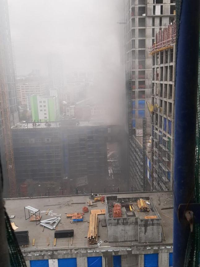 Пожарные спасли 21 человека из горящей высотки на западе Москвы. Фото Антоха Макаров, vk.com/msk_today