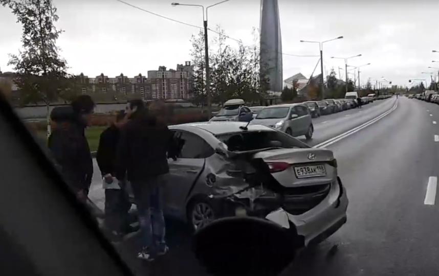 На Мебельной улице произошло массовое ДТП с маршруткой. Фото https://vk.com/spb_today