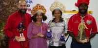 Папуасы примерили русские народные костюмы