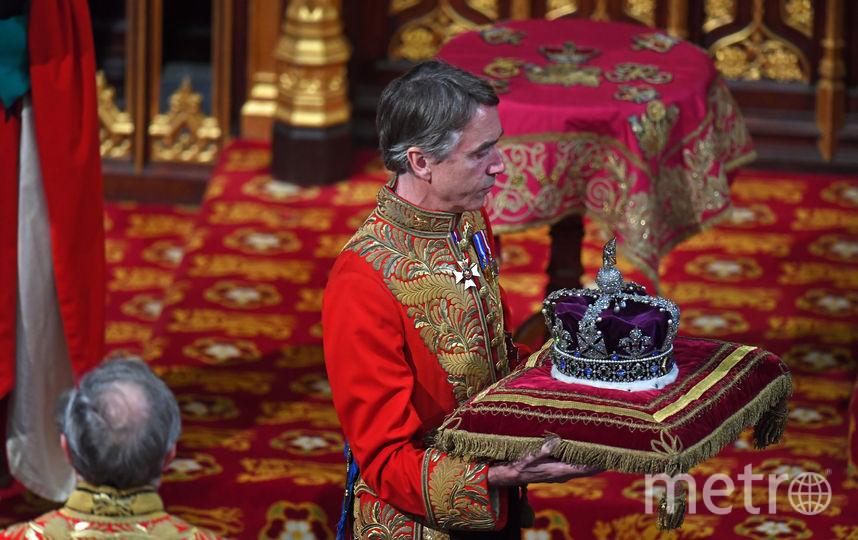 Во время зачитывания речи на голове королевы была не корона, а бриллиантовая тиара. Фото AFP