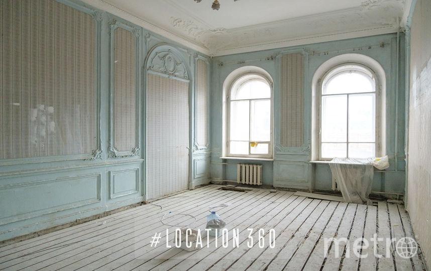 Пустая историческая квартира в Центральном районе с лепниной, большими окнами и оригинальной плиткой на полу. Фото instagram @location360:
