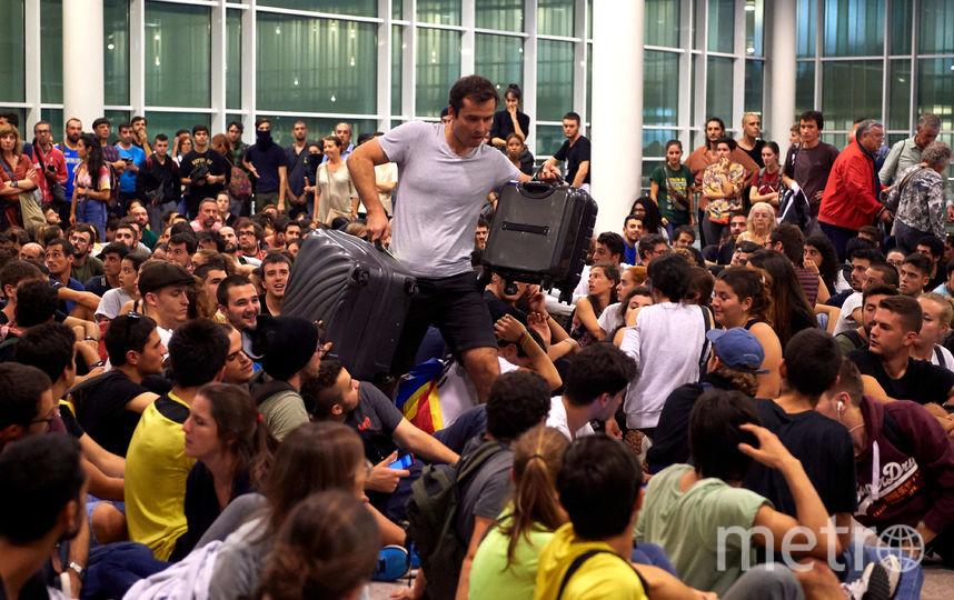 Столпотворение в аэропорту Барселоны доставило массу неудобств  пассажирам. Фото Getty