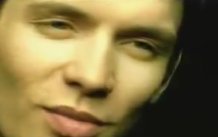 """Александр Асташенок, кадр из клипа группы """"Корни"""". Фото скриншот YouTube"""