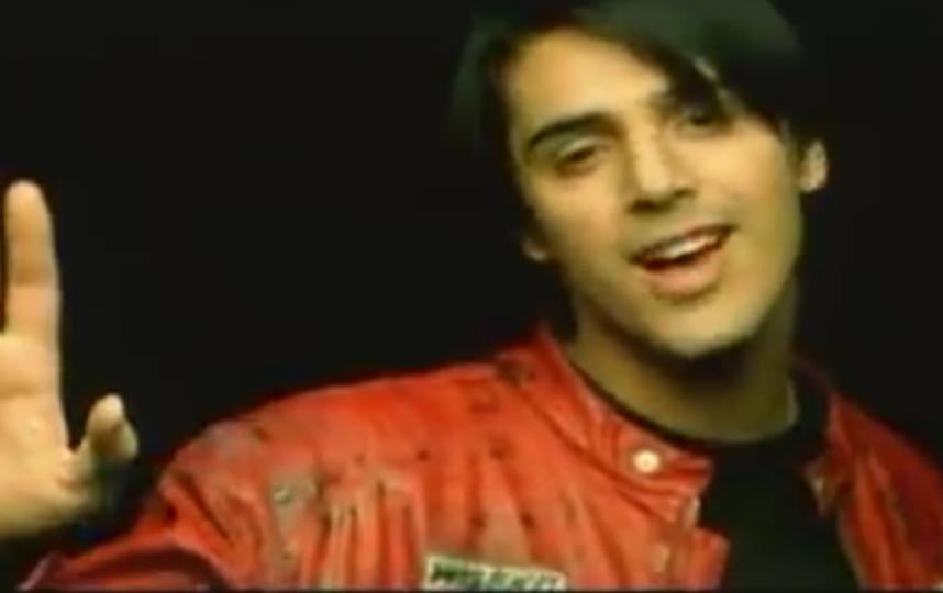 "Александр Бердников, кадр из клипа группы ""Корни"". Фото скриншот YouTube"