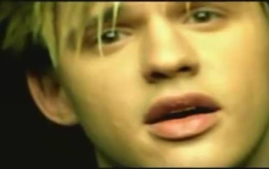 """Алексей Кабанов, кадр из клипа группы """"Корни"""". Фото скриншот YouTube"""