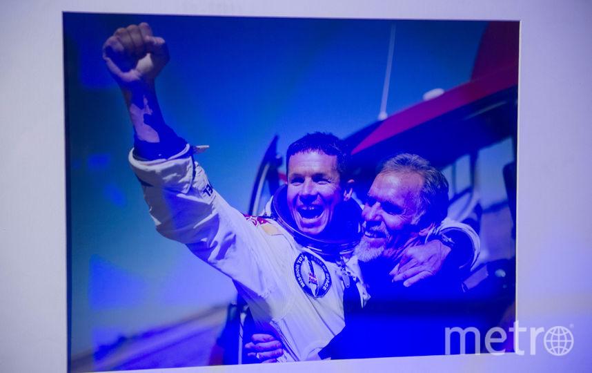 """Экспонаты выставки Red Bull Stratos. Фото Святослав Акимов, """"Metro"""""""