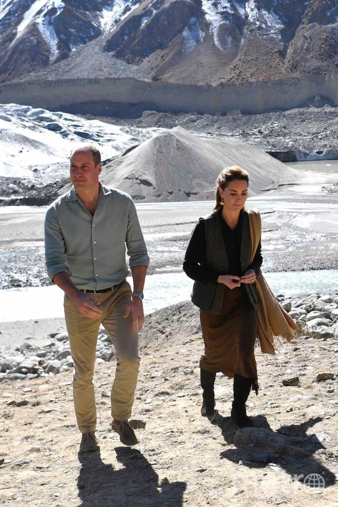 Кейт Миддлтон и принц Уильям на леднике. Фото Getty