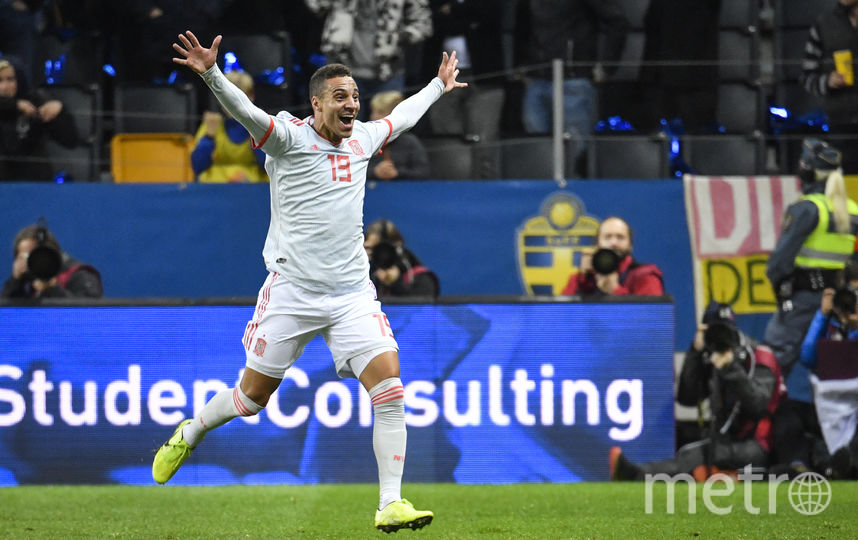 Испанец Родриго празднует гол, который подарил его команде путёвку на Евро. Фото AFP