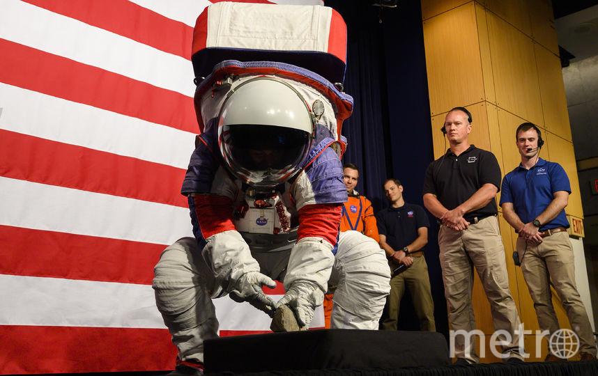 НАСА представило скафандры для лунной миссии. Фото AFP