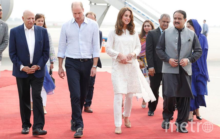 Кейт и Уильям прилетели в Лахор утром, и должны были вернуться вечером в Исламабад, но самолет вернулся из-за грозы в Лахор. Фото Getty