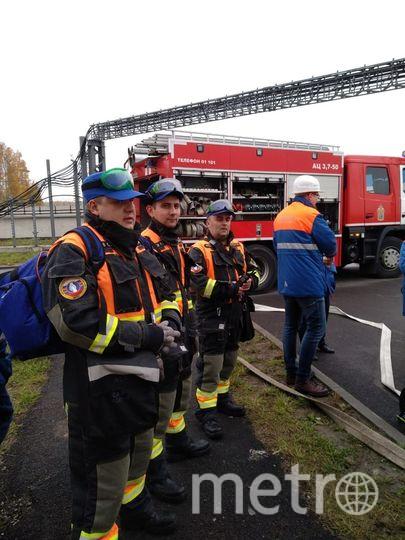 """По легенде учений, в одном из вагонов состава произошло возгорание. Фото https://t.me/spbmetropolitan, """"Metro"""""""