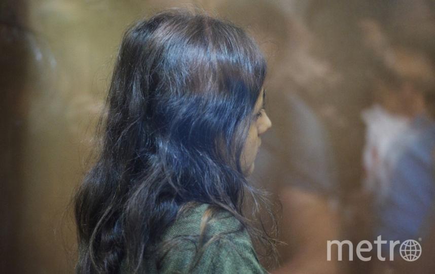 Одна из сестер Хачатурян, обвиняемых в убийстве своего отца, Михаила Хачатуряна, в зале Останкинского суда Москвы во время избрания меры пресечения. Фото РИА Новости