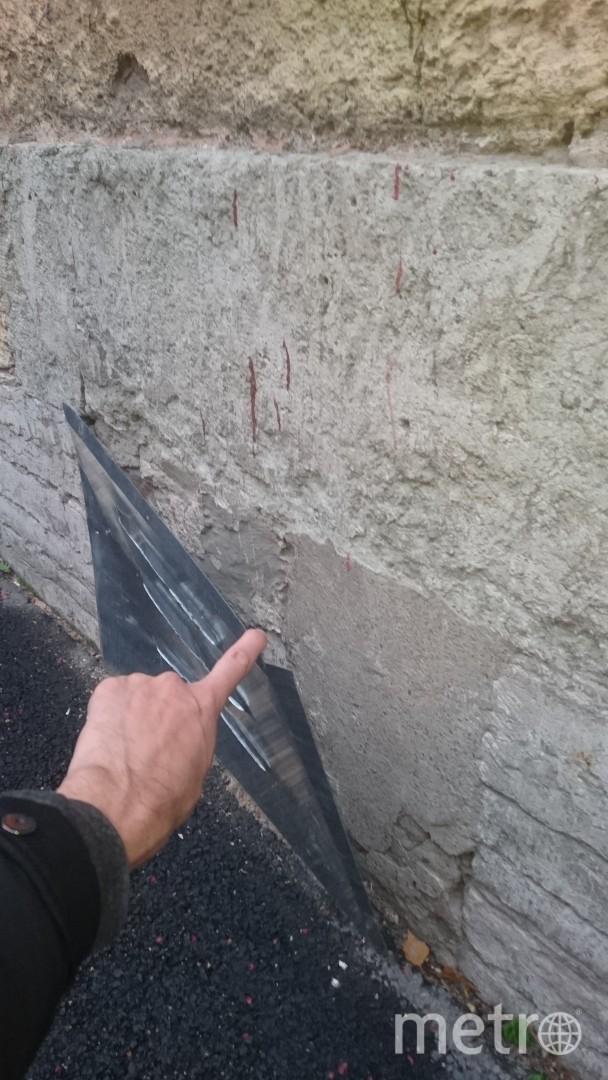 В Петербурге продухи приклеили на глухие стены домов. Фото mytndvor, vk.com