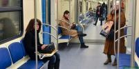 Москвички придумали, как отомстить раскинувшим ноги в метро мужчинам