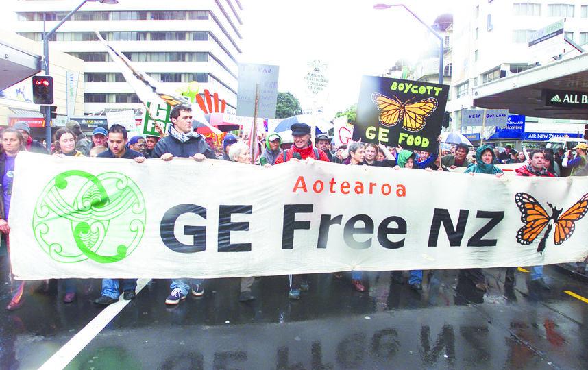 Люди всё ещё с недоверием относятся к ГМО. Фото Getty