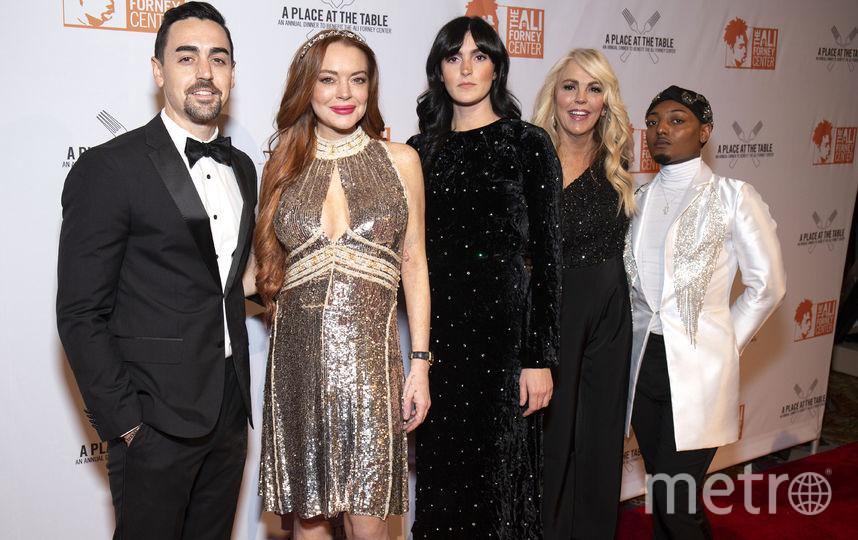 Линдси Лохан с гостями вечера. Фото Getty
