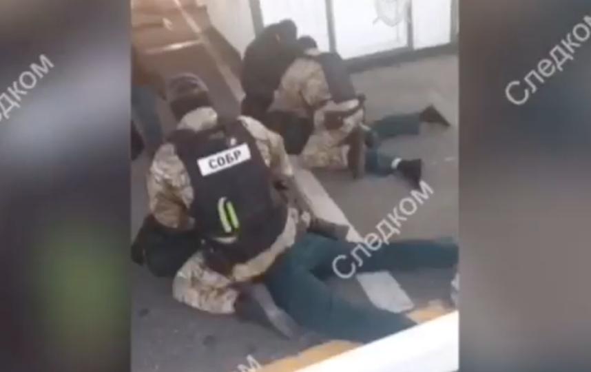 Скриншот видео задержания сотрудников Шкиперского таможенного поста. Фото СК РФ, youtube.com/watch?v=12gu-lJiIPs