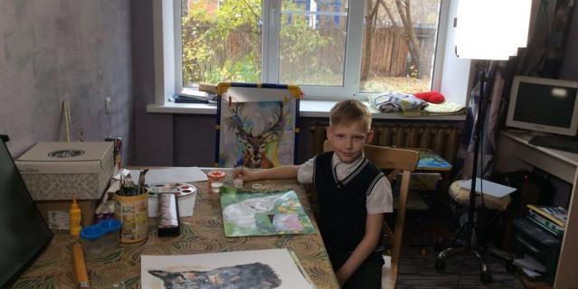 Паша в творческой мастерской.