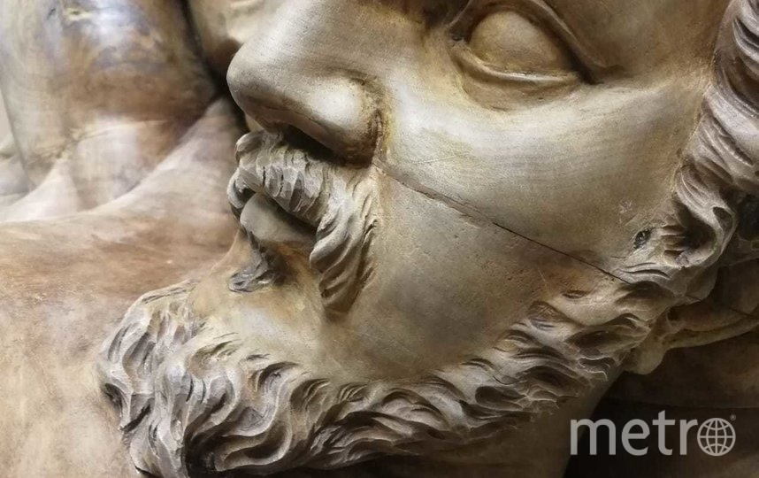 """Атланты из особняка на Английской набережной. Фото КГИОП, """"Metro"""""""