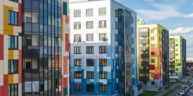 Яркие и нестандартные фасады выделяют новые жилые комплексы среди конкурентов.