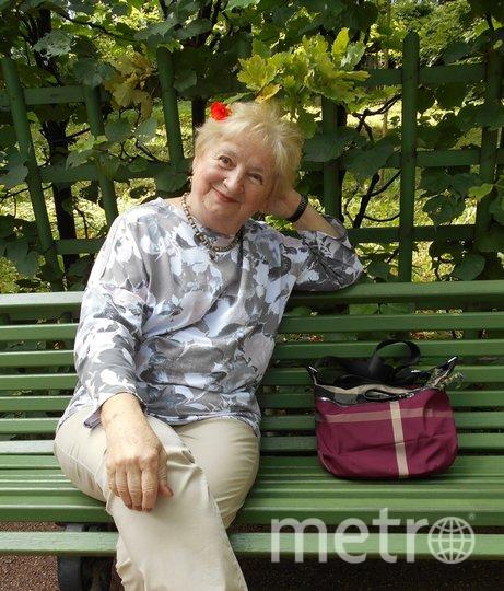 """Я бабушка 3 внуков. Младшему 7 лет, старшим 17 и 22. Я горда. Работаю по специальности. Внуки, правда , не понимают, что такое технолог в микроэлектронники.. Их не привести на работу , не приходят на экскурсию уже , а жаль... Но, когда младший внук на твоё селфи, говорит """" красотка"""", приятно, хотя никогда не считала себя таковой. Фото Галина Хмельницкая, """"Metro"""""""