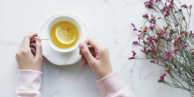 Замените кофе на некрепкий чай.