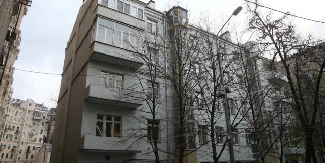 Здесь сейчас находится музей-квартира Мейерхольда.