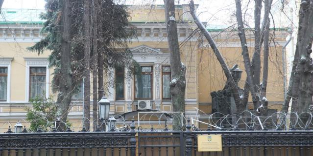 Теперь здесь находится одно из зданий посольства Украины.
