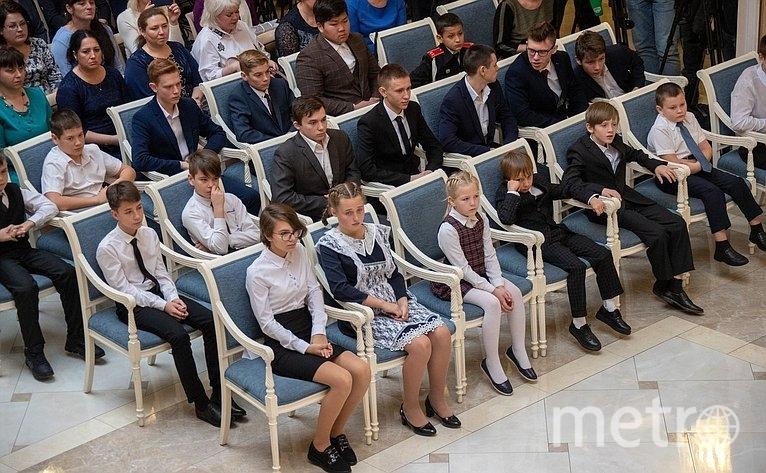 """Награждение детей-героев. Фото http://council.gov.ru/, """"Metro"""""""