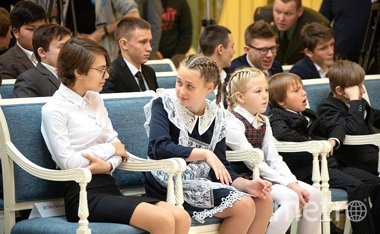 """Награждение, Лица – вторая слева. Фото http://council.gov.ru/, """"Metro"""""""