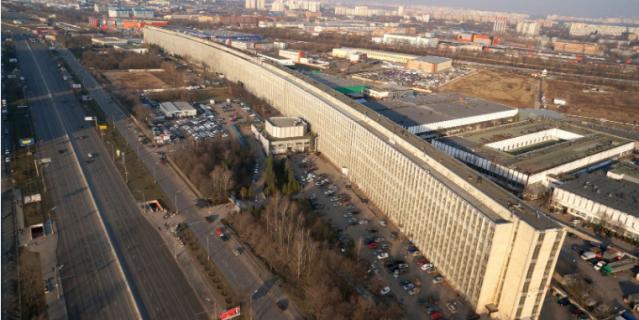 """""""Лежачий небоскреб"""" на Варшавке - самый длинный дом в Москве."""