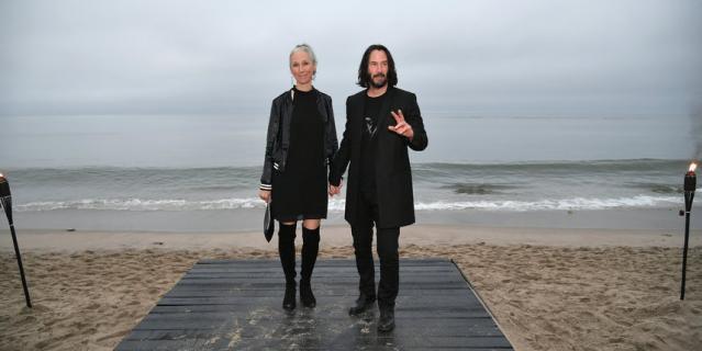 Киану Ривз и Александра Грант на показе мужской коллекции Saint Laurent Spring/Summer 2020.