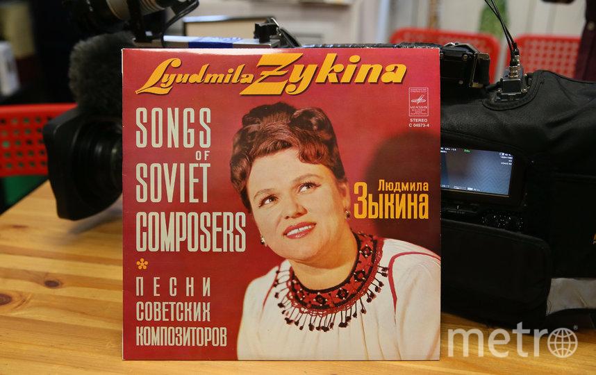 В любимых серьгах певица фотографировалась много раз, а вот снимков в колье от Алиева нет. Начальная стоимость этих лотов – по 1 млн руб. Фото Василий Кузьмичёнок
