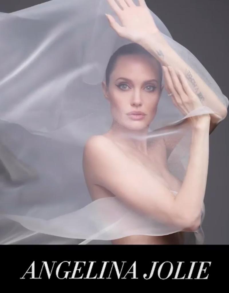 Анджелина Джоли приняла участие в чувственной фотосессии. Фото скриншот сторис @harpersbazaarus