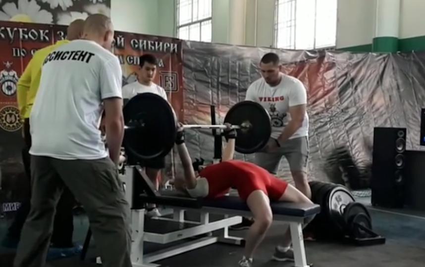 Жим штанги на турнире в Омске, Елена. Фото Скриншот видео Instagram/elena_mishagina