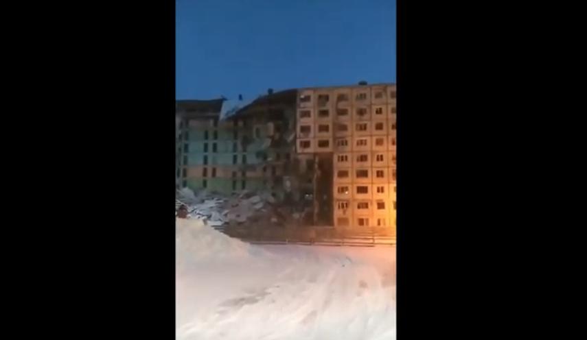 """Опасный снос дома в Норильске. Фото https://www.youtube.com/watch?v=gPjRmmeM234, """"Metro"""""""