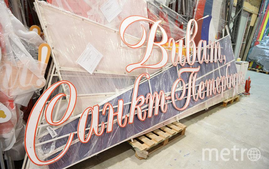 """Хранят все городские украшения в подписанных коробах с адресами. Фото Святослав Акимов, """"Metro"""""""