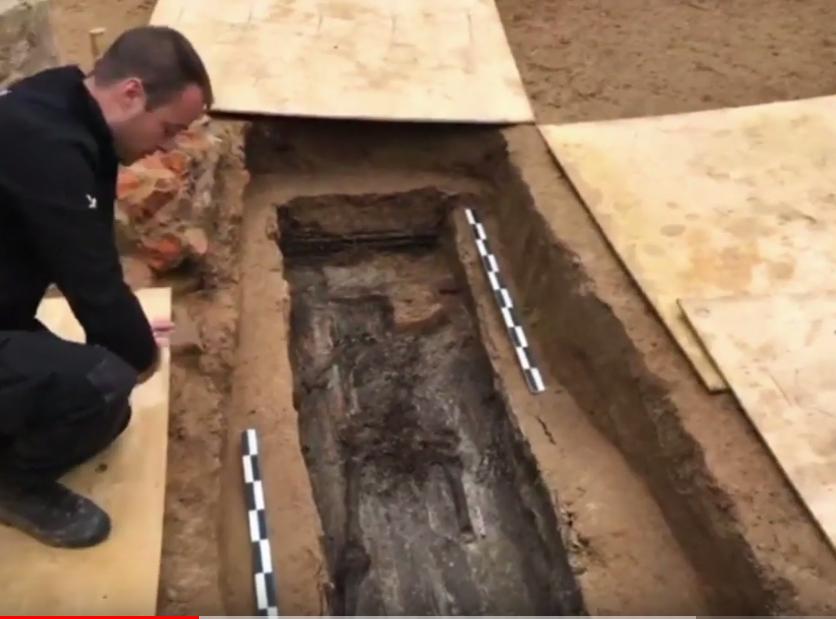 Найденные в июле под Смоленском останки принадлежат одному из соратников Наполеона Бонапарта. Фото скриншот https://www.youtube.com/watch?v=ej_Klf9oc-E, Скриншот Youtube