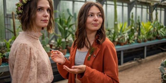 Ксения Сидорина, справа.