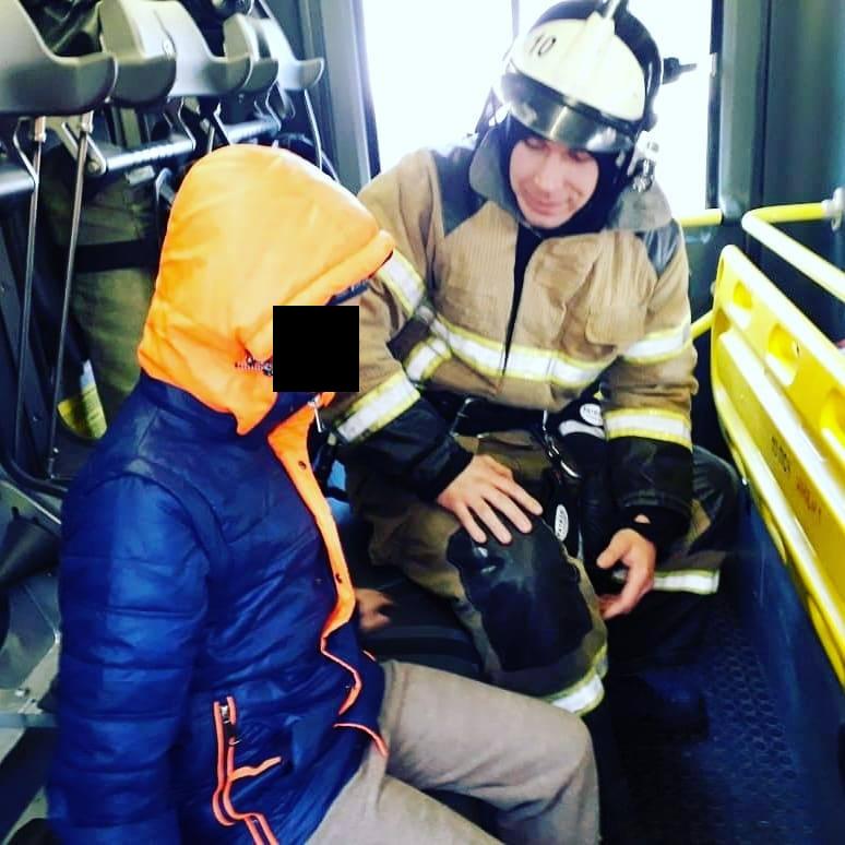 "Мальчик и Антон Осадчик. Фото 61.mchs.gov.ru, ""Metro"""