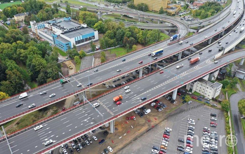 """Общая длина двух секций деформационного шва превышает 26 метров, а вес – более 36 тонн. Фото ФКУ Упрдор «Северо-Запад» , """"Metro"""""""